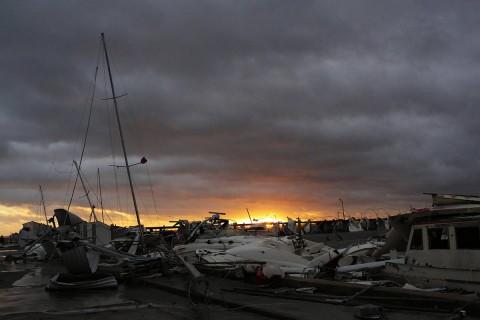 'Michael' deja dos muertos en Florida; avanza al Atlántico