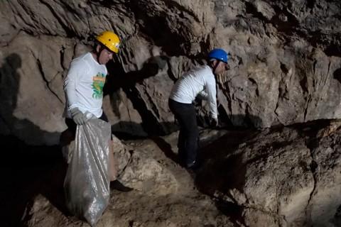 En los cenotes se han encontrado todo tipo de basura, desde pañales de bebé hasta cosas peligrosas como vidrios y jeringas. Foto: Flor Castillo/corresponsal