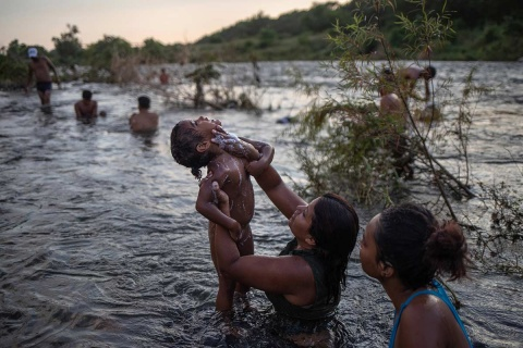 De acuerdo con Unicef, unas 9 mil 300 personas cruzaron la frontera entre Guatemala y México entre el 19 y el 22 de octubre. Foto: Reuters