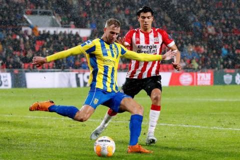 Anota sinaloense Érik Gutiérrez rápido gol en Copa de Holanda
