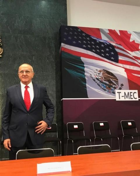 Por vez primera Fuerzas Armadas condecoran a Peña Nieto