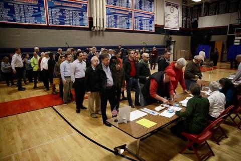 Estadunidenses acuden a las urnas en elección clave para Trump