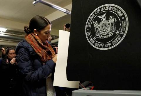 Latina Alexandria Ocasio-Cortez pasa de mesera a la congresista más joven de Estados Unidos