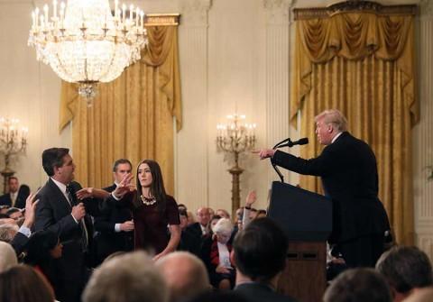 Trump pelea con reportero y le grita que se calle