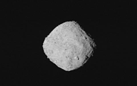 Grandes asteroides pasarán peligrosamente cerca de la Tierra este sábado