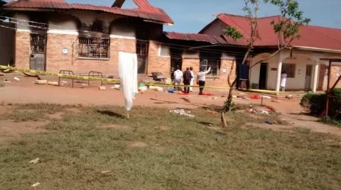 Al menos 11 estudiantes mueren en Uganda por incendio en dormitorio