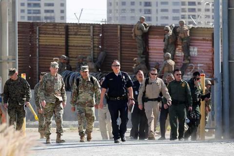 Mattis visita frontera con México