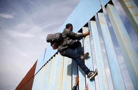 Juez bloquea medida de Trump para negar asilo a migrantes ilegales