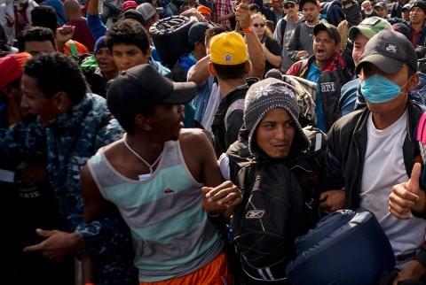 Trump pide a México 'ser inteligente' y frenar caravanas migrantes