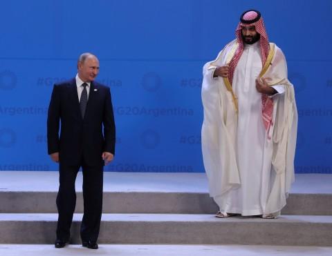 Príncipe saudí es el 'apestado' del G20; lo apartan en la foto oficial