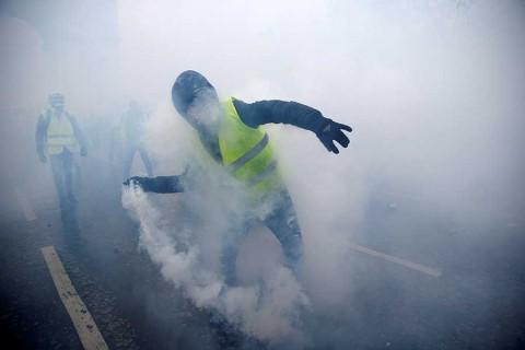 Así arde París por las protestas, con el Arco del Triunfo vandalizado