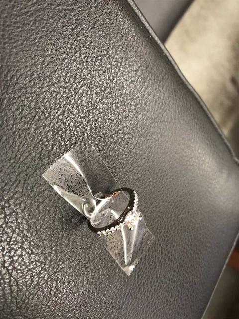 Policía de Nueva York encuentra a pareja que perdió anillo de compromiso