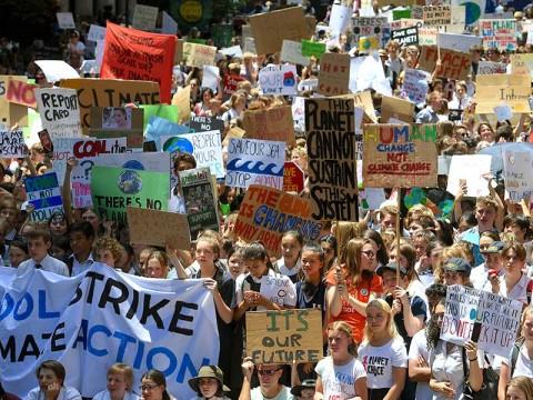 En Sidney, Australia, el 30 de noviembre, cientos de niñas y niños protestaron por la inacción del gobierno respecto al cambio climático. Foto: Reuters