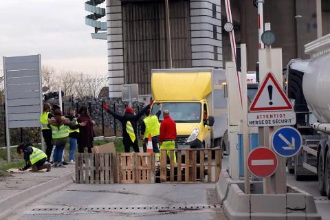 Desplegarán miles de policías para enfrentar protestas masivas en Francia