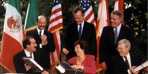 Carlos Salinas de Gortari honra a Bush padre en Washington