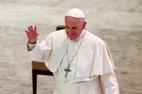 El Papa instala nueva clínica, como regalo para indigentes