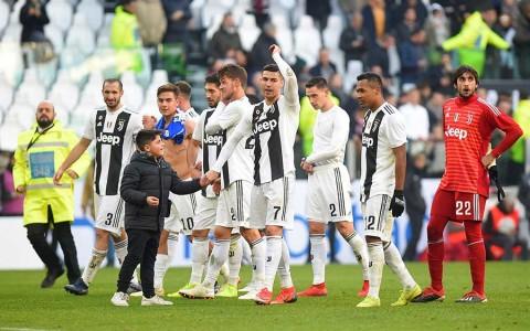 Doblete de Cristiano lleva a la Juventus a batir récord de puntos