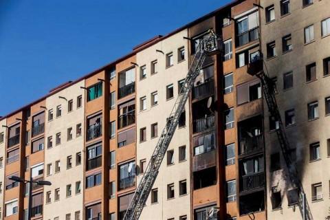 Incendio en edificio de departamentos deja 3 muertos en España