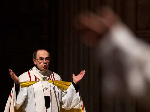 Francia juzga a cardenal acusado de encubrir pederastia