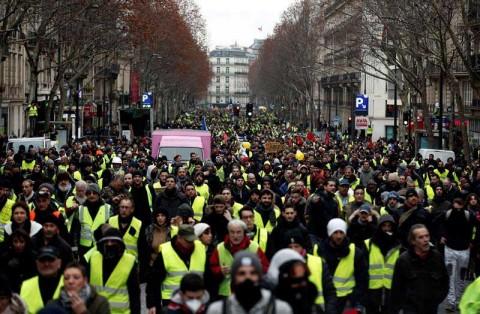 'Chalecos amarillos' marchan de nuevo en Francia, bajo extrema vigilancia