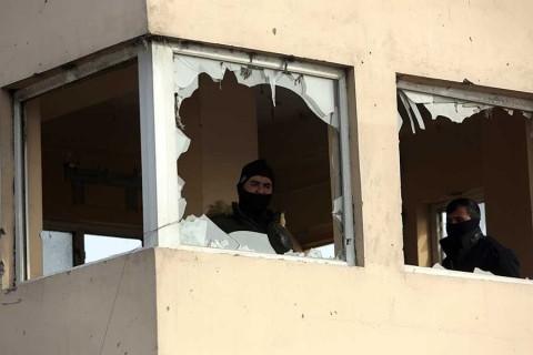 Atentado contra base militar en Afganistán deja al menos 65 muertos