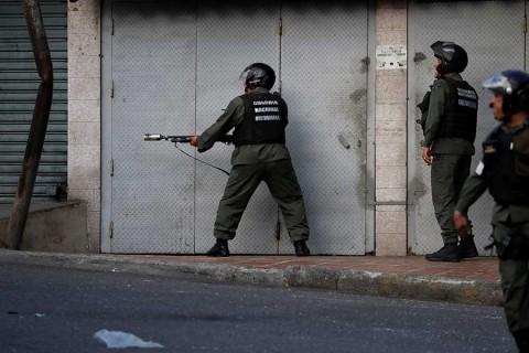 Venezuela reporta 27 militares detenidos por sublevación