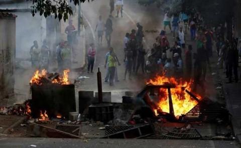 Venezuela amanece con protestas que exigen la salida de Maduro