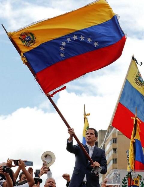 Líder opositor Juan Guaidó se autoproclama 'presidente encargado de Venezuela'