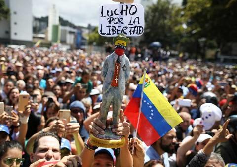 Reporta ONU más de 40 muertos durante protestas en Venezuela