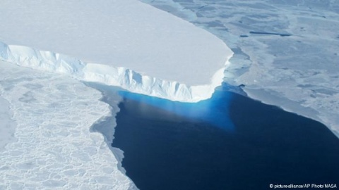 La NASA descubre una enorme grieta en la Antártida