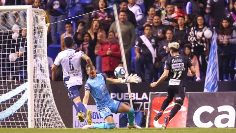 Necaxa Puebla, Rayos Necaxa, Camoteros Puebla, Estadio Cuauhtémoc, Brian Fernández, Jornada 5, Clausura 2019, Liga Mx, Futbol Mexicano, Doblete, Noticias, Adrenalina, Excélsior,