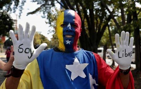 Guaidó anuncia que llegará ayuda humanitaria a Venezuela