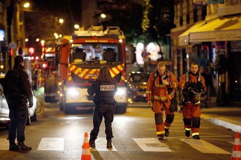 Suman 10 muertos por incendio en París; presumen que fue intencionado