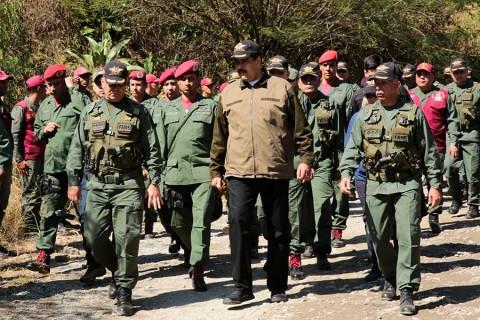 Estados Unidos inicia envío de ayuda a Venezuela, en desafío a Maduro