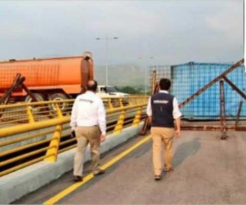 Bloquean puente por el que puede entrar ayuda a Venezuela