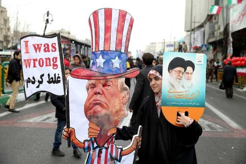 Irán desafía a Estados Unidos en aniversario de Revolución Islámica