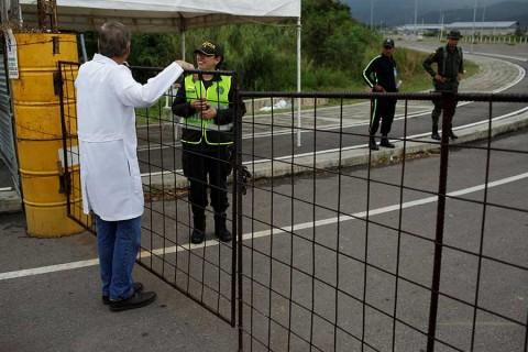 Venezuela refuerza su frontera con Colombia con más militares