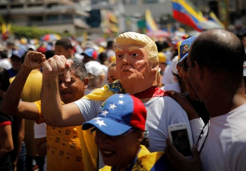 El Ku Klux Klan gobierna Estados Unidos y quiere apoderarse de Venezuela, acusa Nicolás Maduro