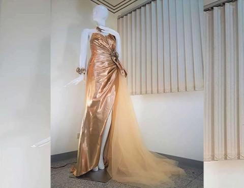 Exhiben en Taiwán primer vestido de novia cubierto de oro