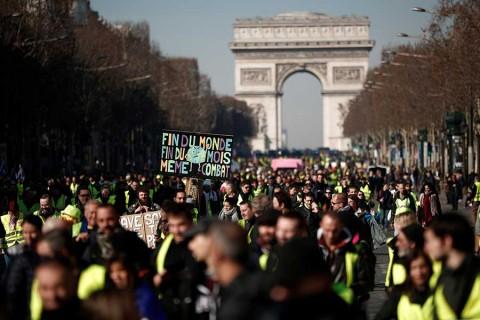 'Chalecos amarillos' conmemoran tres meses de protestas en Francia