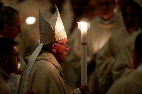 El Vaticano admite que hay un reglamento secreto para curas con hijos
