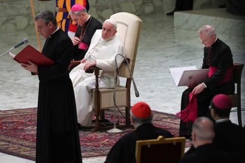 Las reglas secretas del Vaticano para los sacerdotes que tienen hijos