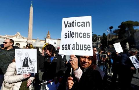 El Papa lanza plan contra abusos sexuales, pero decepciona a víctimas