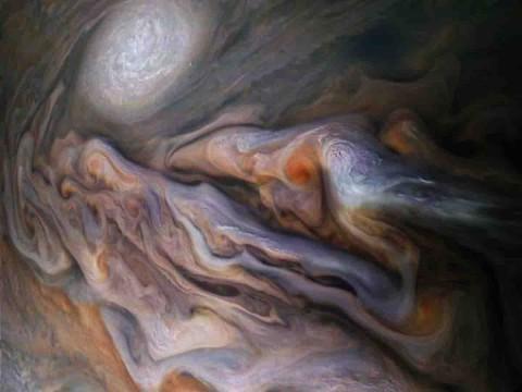 NASA publica nuevas imágenes de la atmósfera de Júpiter