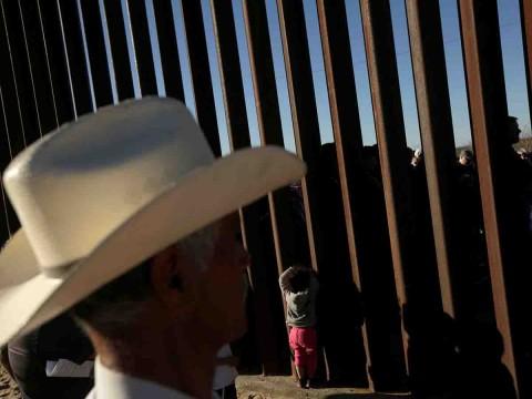 Derriban los prototipos del muro fronterizo de Trump