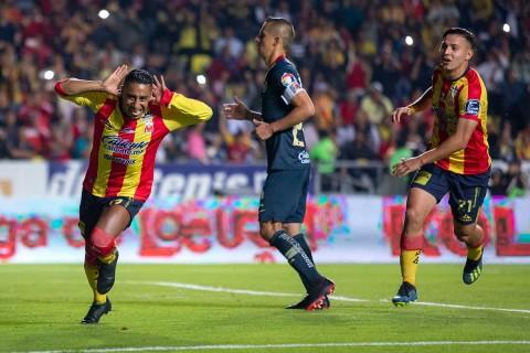 Vilvhis festeja el penal que cobró para el momentáneo 2-0 del Morelia sobre América.