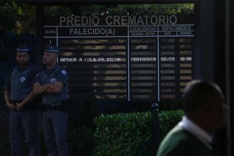Expresidente Lula sale de prisión para acudir a funeral de nieto