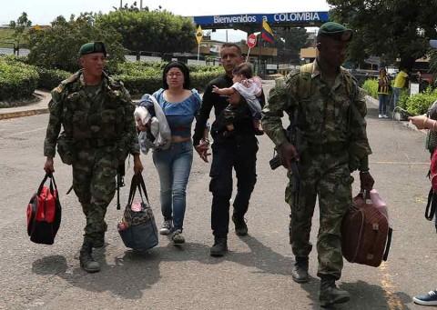 Desertores planean incursión violenta en Venezuela, denuncia chavismo