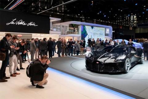 El fabricante, que lo presentó en el salón del automóvil de Ginebra, dijo el jueves que se vendió por lo que se considera un precio récord para un auto nuevo