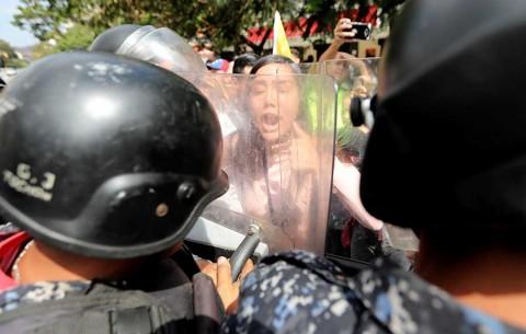 Oposición y oficialismo marchan en Venezuela, mientras apagón sigue